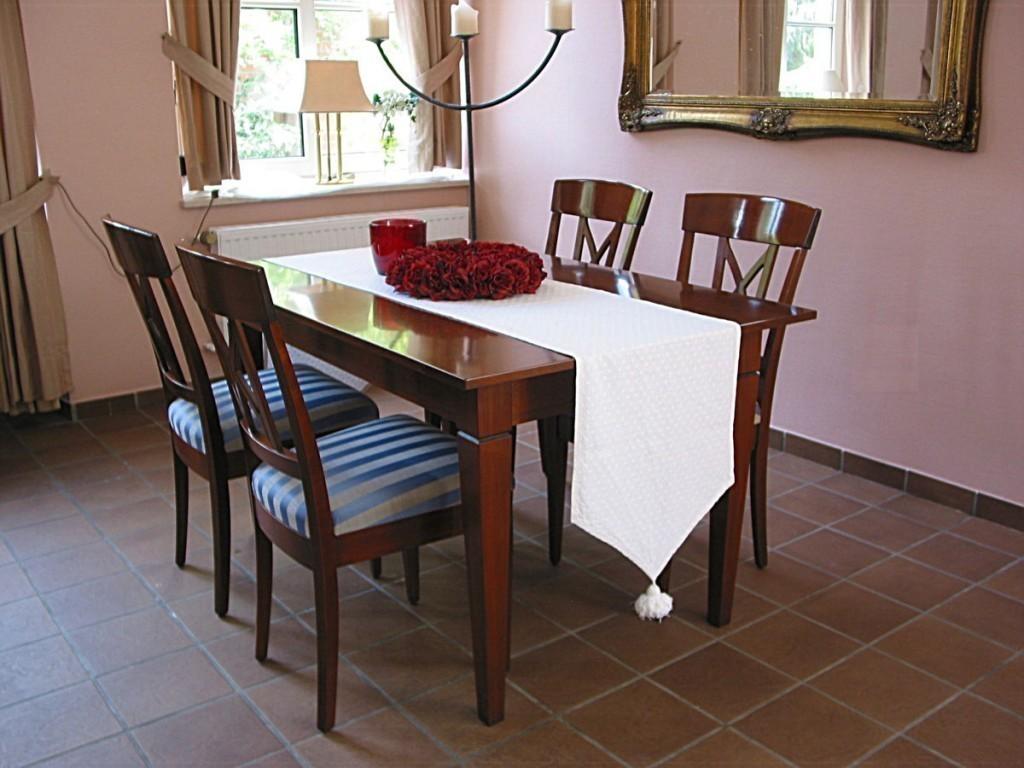 e tisch bourges mit stollenauszug oder klappauszug der massive ma tisch mit platten berstand. Black Bedroom Furniture Sets. Home Design Ideas