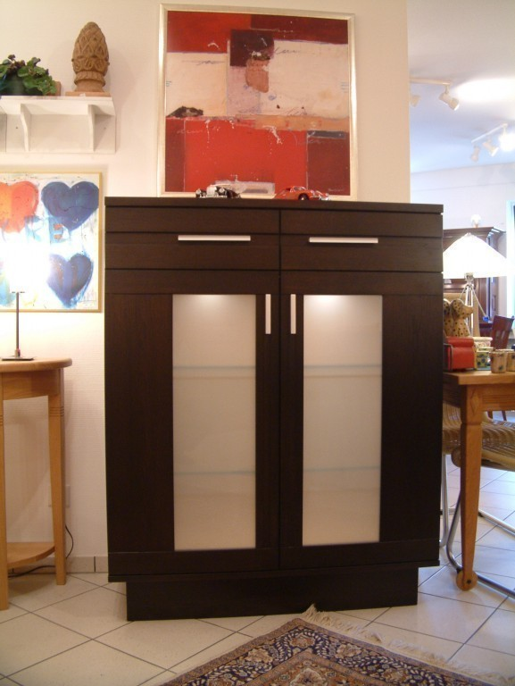 anrichte highboard ostland 2 t rig eiche vollmassiv ein modernes massivm bel t ren mit. Black Bedroom Furniture Sets. Home Design Ideas