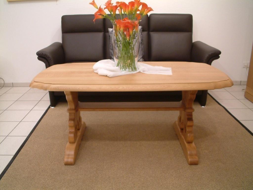 couchtisch mit durchbrochener wange mit holzplatte eiche massiv farbton eiche gelaugt. Black Bedroom Furniture Sets. Home Design Ideas