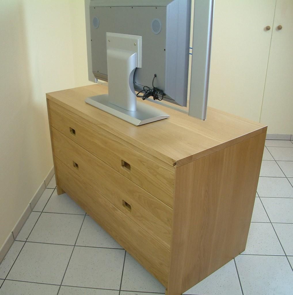 moderne tv anrichte lowboard in eiche massiv breite 120 cm mit 2 offenen f chern f r ger te. Black Bedroom Furniture Sets. Home Design Ideas